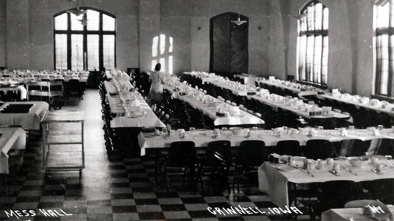 Black and white photo of the Grinnell College dining room.