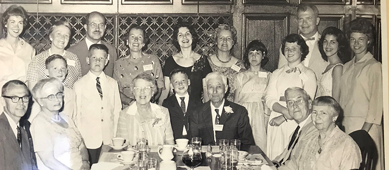 A 1960 family gathering of the Welch family included 15 past, present, and future Grinnell graduates.