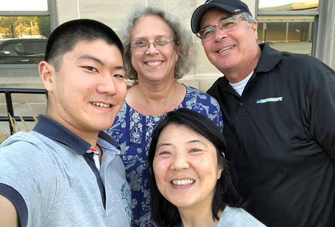 Shuto Yamamoto '22, left, and his mother, Sayuri Yamamoto, shoot a selfie with the Daytons during the fall semester.