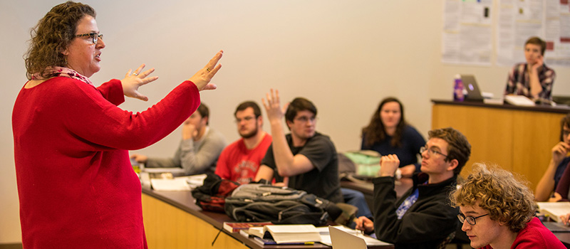 Sarah Purcell '92 discusses the civil war with students in a history class.