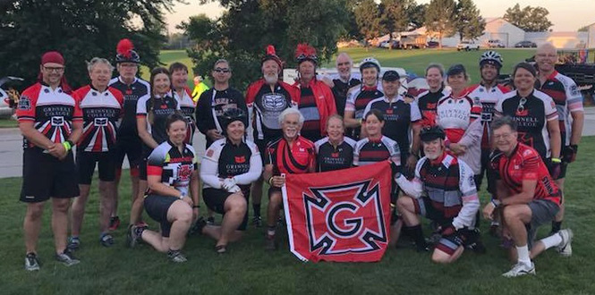 Group picture of the Grinnell RAGBRAI team 2018.