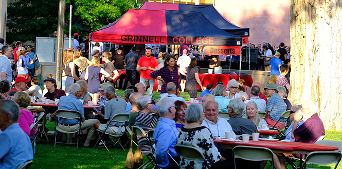 The All-Reunion Picnic Friday evening gives attendees from across all classes a chance to enjoy a good meal and camaraderie.