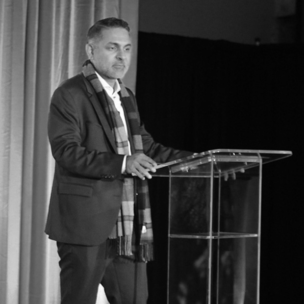 Jeetander Dulani '98 speaks at the Grinnell College Washington D.C. campaign event.