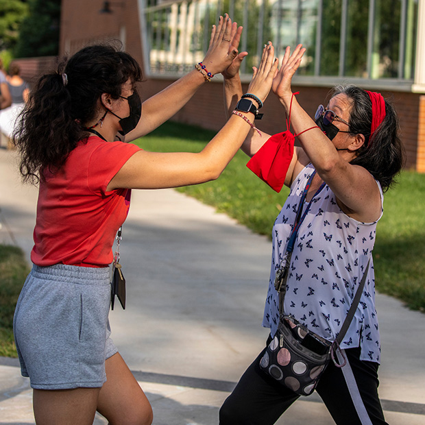A new student and her mom celebrate being on campus.